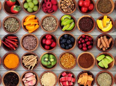 Alimentos antioxidantes: como agem na pele?